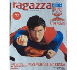 Ragazza In - Christopher Reeve - Superman  - Contiene POSTER