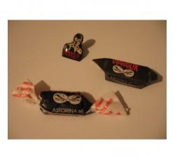 DIABOLIK - Pin + 2 caramelle Ed. Astorina diverso incarto